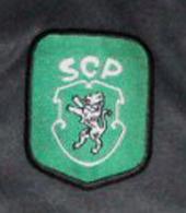 Equipamento de guarda-redes de 2000/01, versão em negro. Usado por um jogador da Academia Sporting de Alcochete