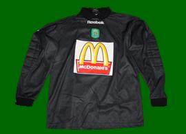 2000/01. Match worn goalkeeper jersey, from the Alcochete Football Academy. Version in blakc