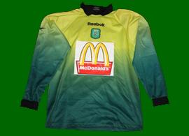 Camisola de guarda-redes da formação do Sporting, com patrocínio McDonalds
