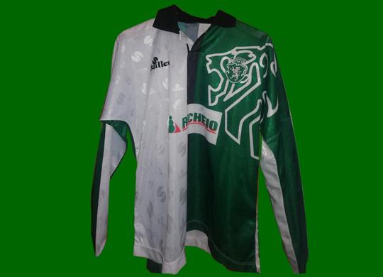 1996/97 a 1997/98. Camisola Stromp dos iniciados. Equipamento do Sporting de futebol