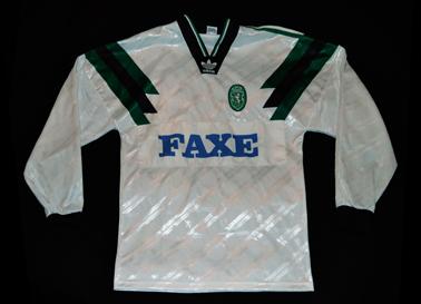 1993/94. Camisola Adidas alternativa branca de jogo, mangas compridas. Patrocínio FAXE