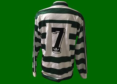 1992/93. Equipamento de Futebol, usado em jogo por Figo