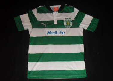 Hooped kit from the Sporting Lisbon football school 2012 13 Escola de Talentos Metlife