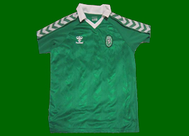 Away Sporting Lisbon top, all green, made by Hummel. A classic jersey!