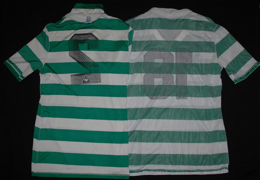Duas camisolas de jogo Le Coq Sportif do Sporting do avesso