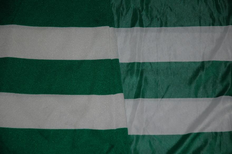 O tecido das duas camisolas Le Coq Sportif do Sporting