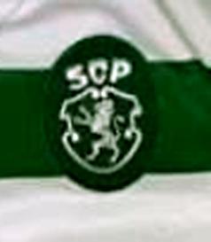 Camisola listada usada em jogo por Ristovski