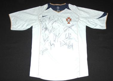 equipamento de Portugal assinado pelos jogadores