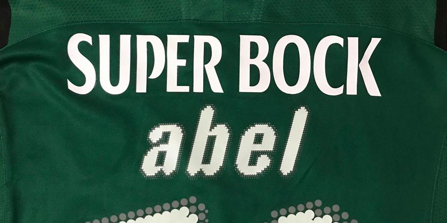 camisola do Abel, com o novo patrocínio colocado