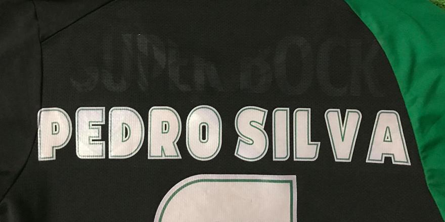 camisola do Pedro Silva com o patrocínio danificado retirado
