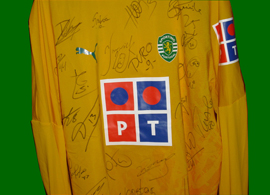 football player signed shirt Portugal Sporting 06/07