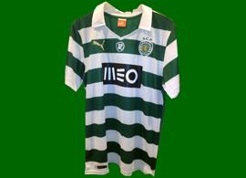 2013/14. Camisola nº 12 listada, com o emblema da Iniciativa 12º jogador do Sporting, do Presidente Bruno de Carvalho