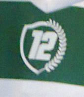 2013/14. Camisola nº 12 listada, com o emblema da Iniciativa 12º jogador
