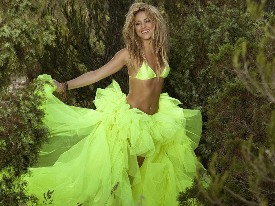 a Shakira de verde