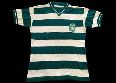 Camisola do Sporting de jogo de 1972, do jogador de futebol Peres