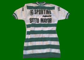 Camisola da equipa de ciclismo do Sporting, possivelmente de Joaquim Agostinho ou Firmino Benardino