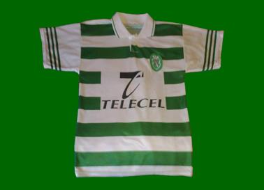 counterfeit shirt ressembling the Adidas Sporting Lisbon kits of 1997/98