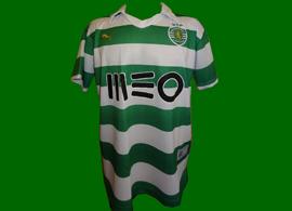 2013/14. Camisola contrafeita do Sporting, patrocínio MEO errado, tipo de letra do número errado, tudo errado