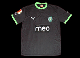 Black alternative shirt, personalized Onyewu, with poorly made Europe League patch Puma Sporting 2011 2012
