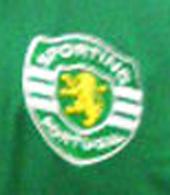 Blusão contrafeito do Sporting de 2012, à venda em lojas internacionais. Muito feio!