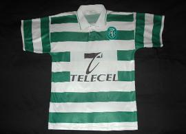 1997/1998. Sem marca, a etiqueta deste equipamento diz Made in Portugal