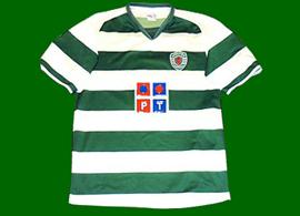 2004/2005. Equipamento do Sporting falso absolutamente vergonhoso, com o Leão Rompante a vermelho