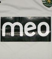 equipamento do Sporting 2011 2012 alternativo: branco com detalhes de verde fluorescente, com patrocínio da meo a preto