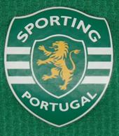 Training top of a Sporting athlete, with sponsor Seguros Açoreana