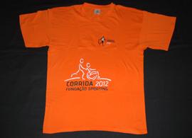 t-shirt oficial de um acompanhante de um participante em cadeira de rodas na Segunda Corrida Sporting. Fundação Sporting