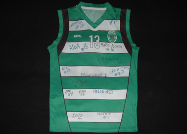 Sporting Lisbon basketball female senior side, shirt signed by the squad and by the trainer