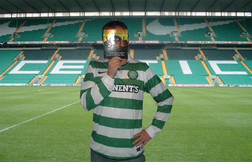 o Nuno Barradas no Celtic Park em Glasgow, com uma camisola Nike do Celtic