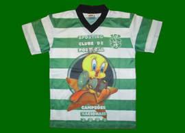 Tweety child t-shirt with the cartoon celebrating Sporting Lisbons 1999/00 title