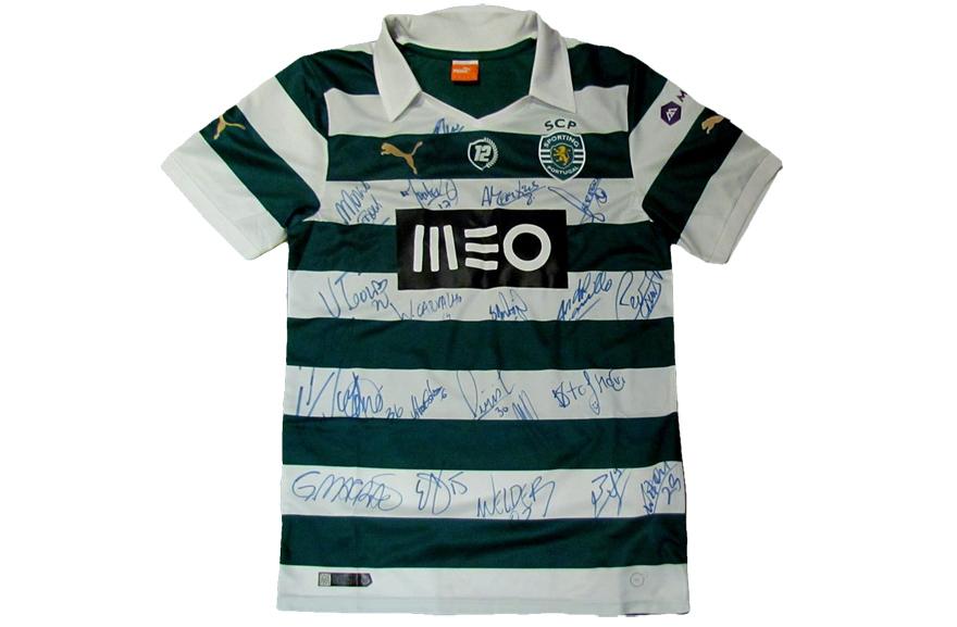 A primeira camisola da iniciativa 12º jogador a ser vendida na Loja Verde