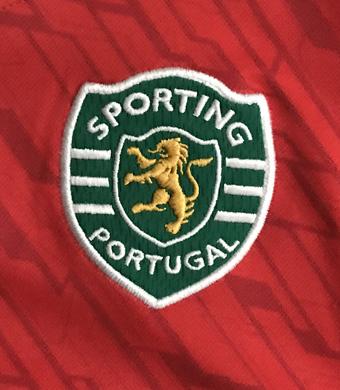 2009/10. Colete de treino do Sporting vermelho