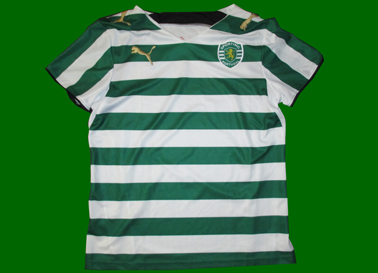 Sporting sample 06/07 It does not have collar, the hoops are wider and thus fewer, and the Club crest is embroidered