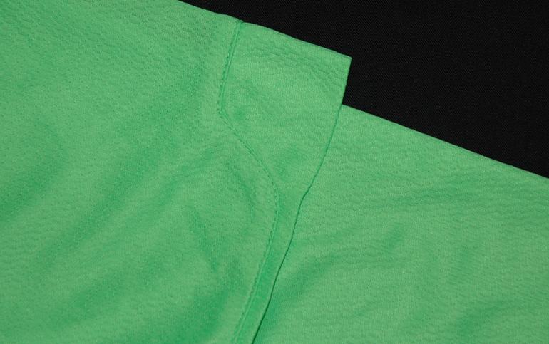 As mangas da camisola alternativa protótipo, de feitio diferente