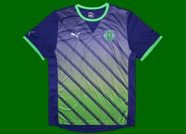 2011/2012. Camisola alternativa protótipo roxo/verde de mangas curtas