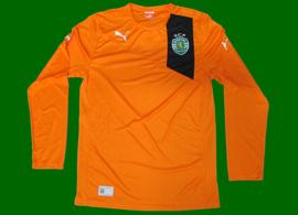 2012/2013. Protótipo da Puma, equipamento de mangas compridas do Sporting, alternativo laranja