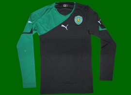 2010/2011. Sample da Puma, equipamento de mangas compridas do Sporting, alternativo
