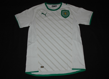 cotton t-shirt with a huge clube crest. Never sold, Sporting Puma