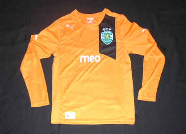 2012/2013. Sporting Portugal Puma prototype kit, child size, with the Pume in white, long sleeves